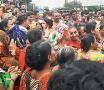 ધોરાજી: મહિલાઓનો સતત બીજા દિવસે વિરોધ, RTI કાર્યકર્તા કિચડમાં આળોટ્યા