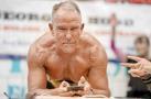 ભૂતપૂર્વ સૈનિકે 62 વર્ષની ઉંમરે 495 મિનિટ સુધી પ્લૅન્ક કરી વર્લ્ડ રેકૉર્ડ બનાવ્યો